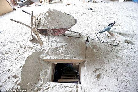 Đường hầm mà Guzman sử dụng để vượt ngục. (Ảnh: