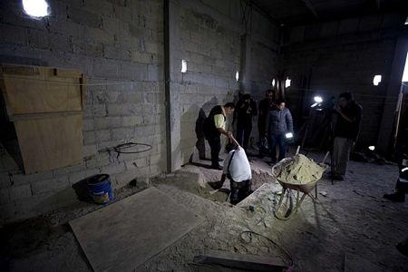 Điều tra đường hầm, nơi mà trùm ma túy 'El Chapo' vượt ngục.