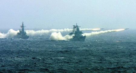 Tàu chiến của Hải quân Trung Quốc tập trận.