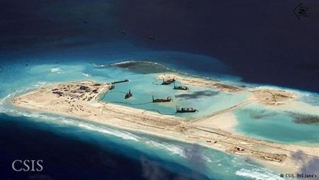 Trung Quốc đẩy mạnh hoạt động xây đắp đảo nhân tạo phi pháp tại Đá Vành Khăn (Ảnh: