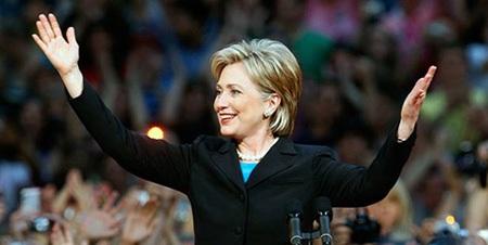 Bà Clinton có một hình ảnh mạnh mẽ, đầy quyền lực.
