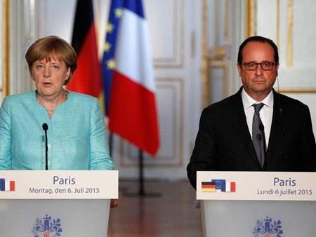 Tổng thống Pháp François Hollande và Thủ tướng Đức Angela Merkel tại cuộc họp báo tối 6-7. (Ảnh: