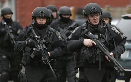 """Cảnh sát Mỹ được """"vũ trang"""" ngày càng mạnh để đối phó với các thách thức an ninh. (Ảnh:"""