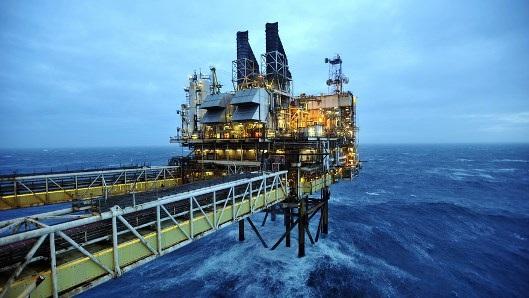 Nhiều doanh nghiệp đang cấp tập tận dụng cơ hội dầu giảm để tăng sức mạnh của mình.