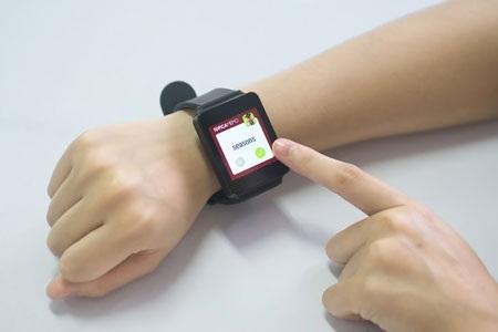 Lần đầu tiên, người Việt học ngoại ngữ miễn phí trên đồng hồ Smartwatch