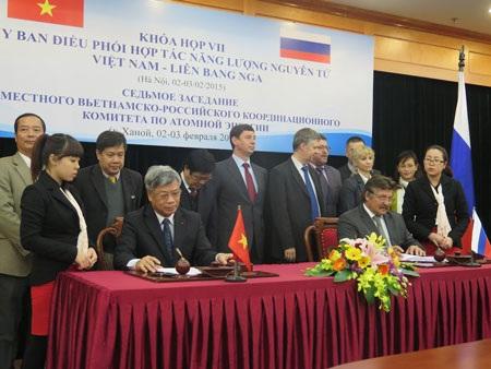 Khung cảnh buổi ký kết hợp tác của đại diện hai bên Việt-Nga