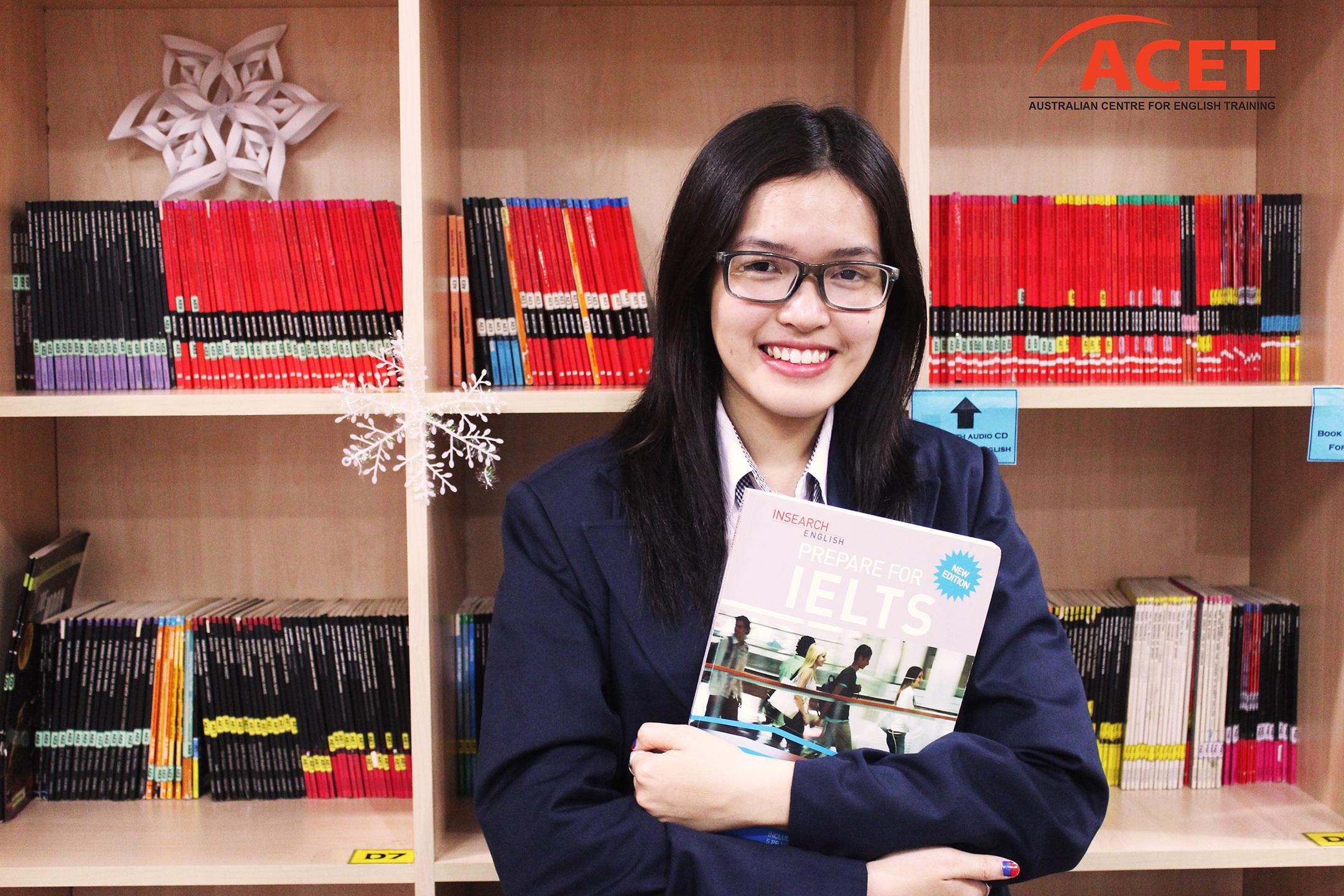 Ngô Thanh Vân tại Thư viện của trung tâm.