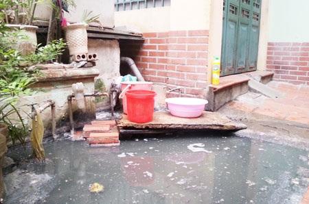 Hệ thống nước sạch bị nước thải, nước bể phốt bủa vây