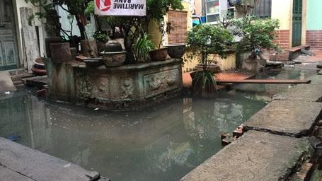 Hà Nội: Cụm dân cư vật lộn trong cảnh ô nhiễm, xú uế giữa phố cổ