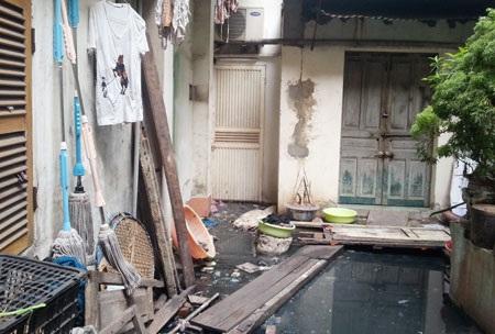 Khu bếp của nhiều gia đình bị ngập úng nghiêm trọng không thể sử dụng