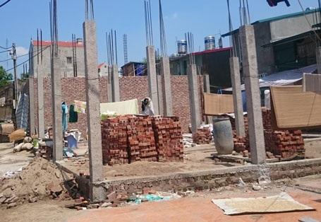 Công trình xây dựng nhằm giải quyết nhu cầu chỗ ở tạm thời của người dân bị đình chỉ vì có đơn kiện