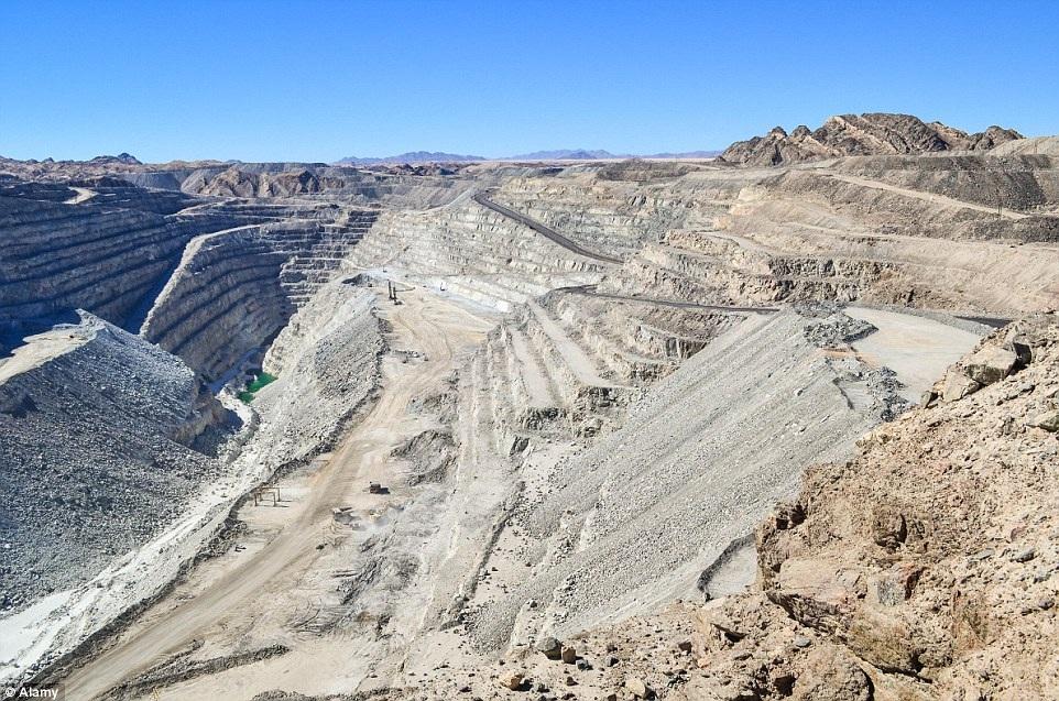 Các đụn cát đỏ lộng lẫy tại sa mạc Namib cũng là điểm du lịch nổi tiếng của quốc gia này.