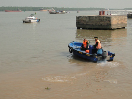 Lực lượng chức năng tổ chức cứu tìm kiếm thuyền trường Bàn trong vụ chìm tàu