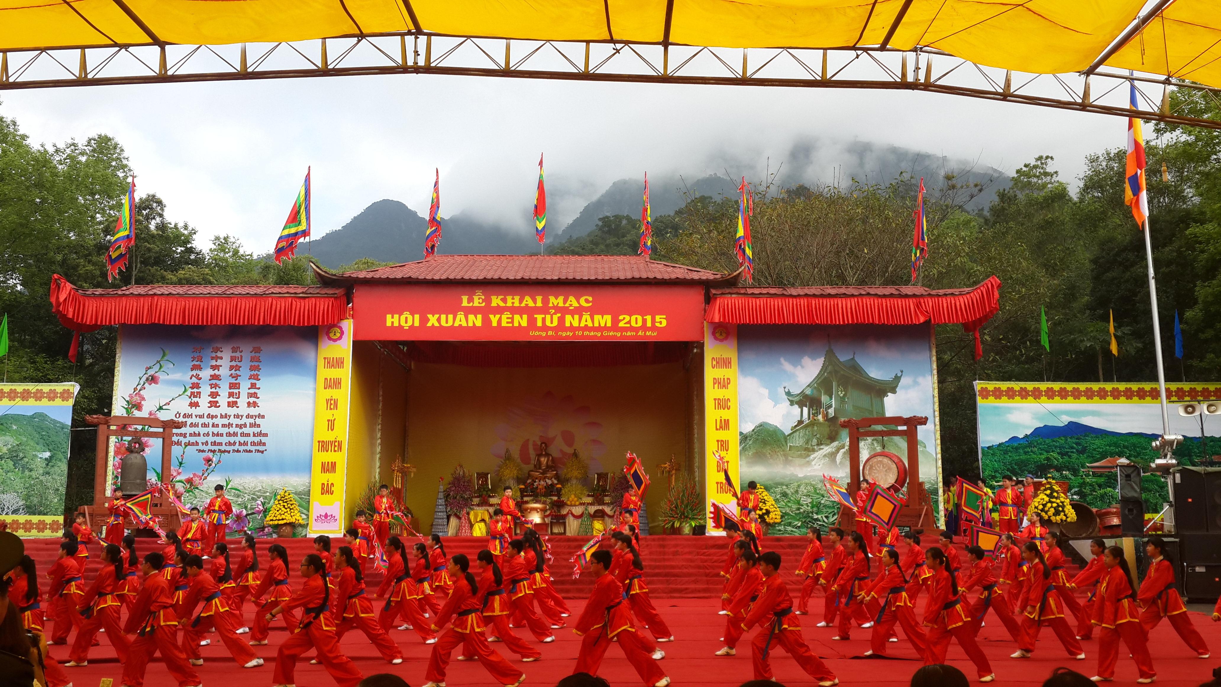 Chủ tịch Hội Phật giáo Việt Nam làm lễ cầu Quốc thái dân an.