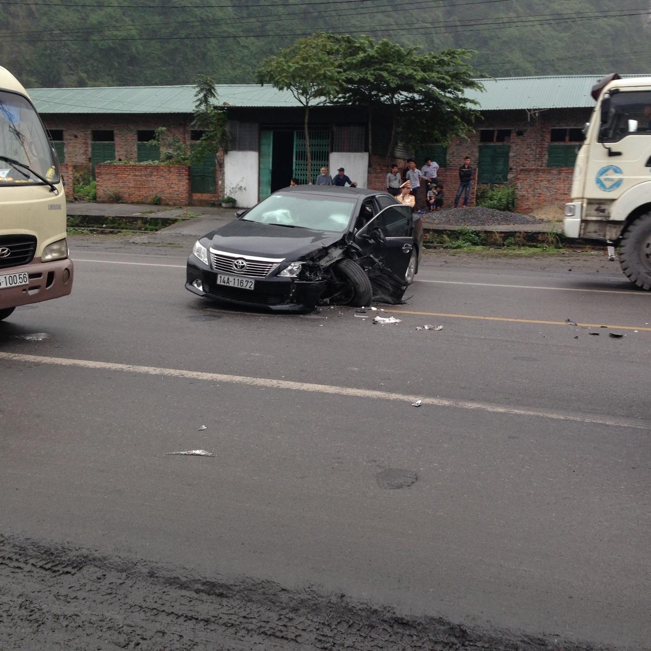 Chiếc xe hư hỏng nặng tại hiện trường