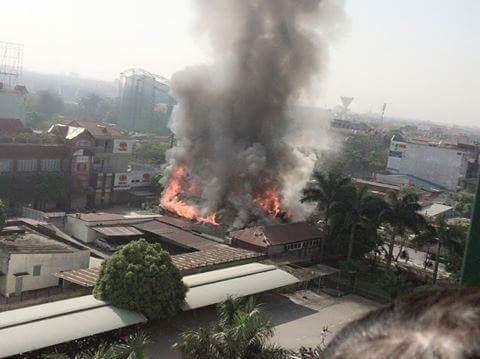 Vụ cháy nhanh chóng lan rộng và thiêu rụi nhiều tài sản