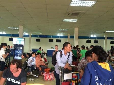 Nhiều hành khách tỏ ra bức xúc vì sự cố sân bay nhưng họ không được thông báo hủy chuyến trước