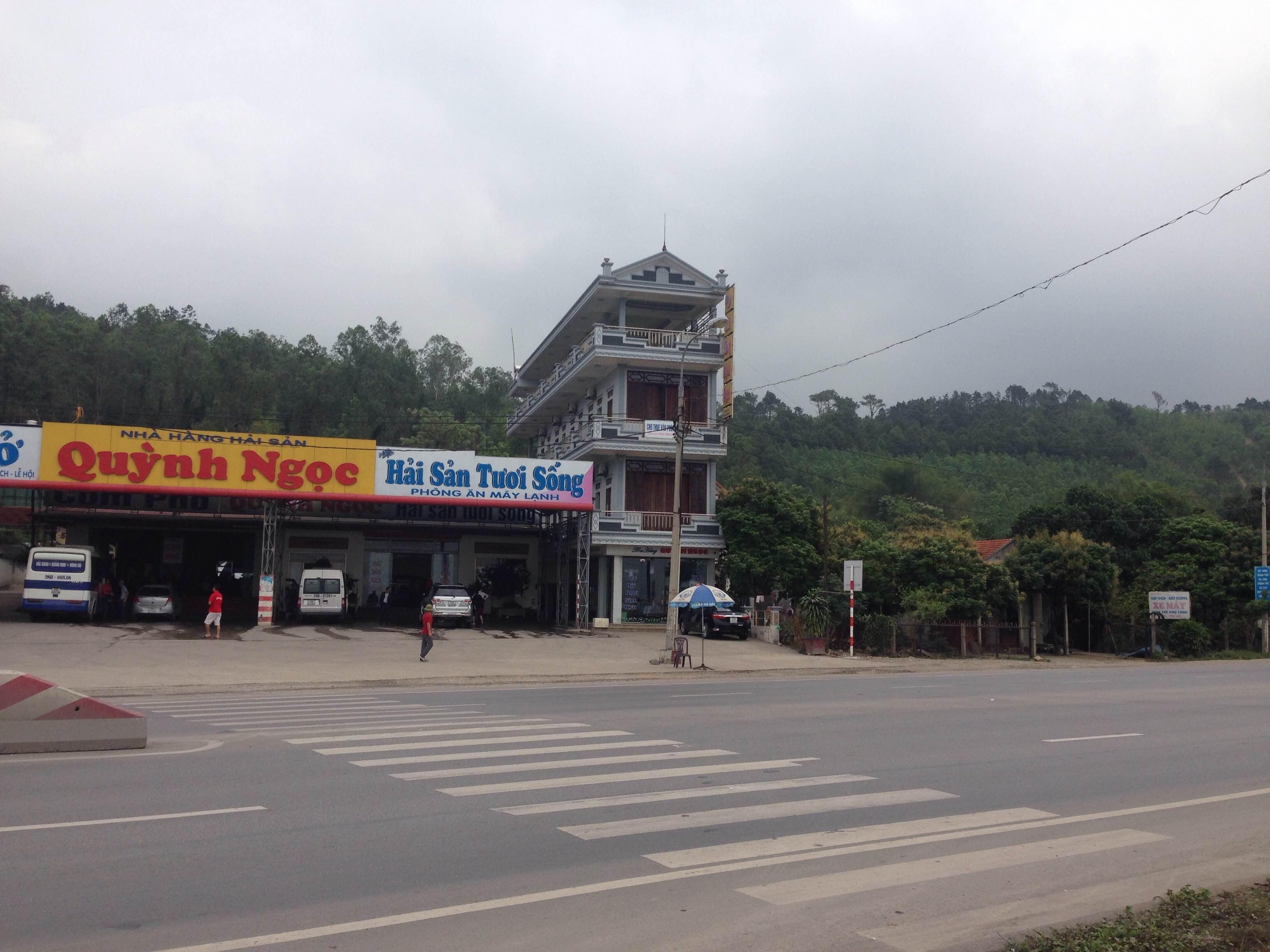 Một lối mở sang đường rộng rãi được  thiết kế ngay trước cửa một nhà hàng
