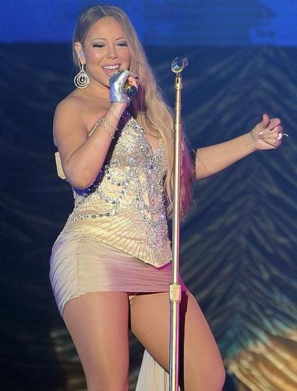 Mariah Carey bị phê phán vì diện váy quá ngắn trong show diễn mới đây tại Trung Quốc.