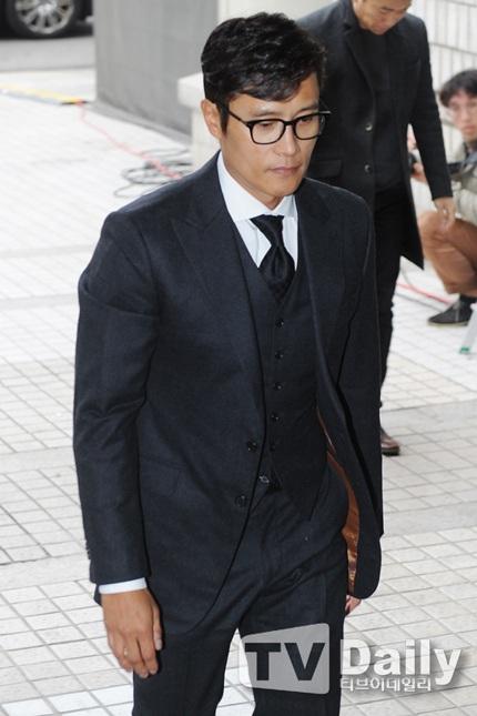 Lee Byung Heon cúi đầu tạ lỗi với người hâm mộ vì scandal tống tiền