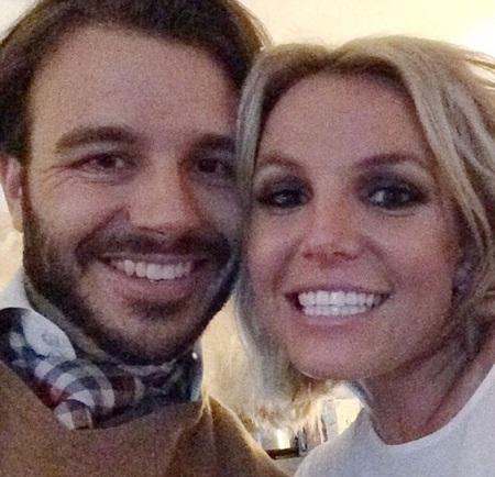 Britney Spears và bạn trai mới - nhà sản xuất Charlie Ebersol đã hò hẹn được 2 tháng.