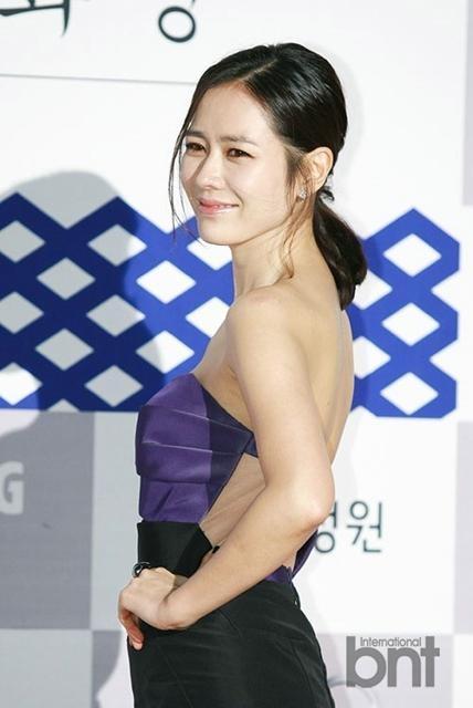 Nữ diễn viên ngoài 30 tuổi thu hút sự chú ý của giới truyền thông