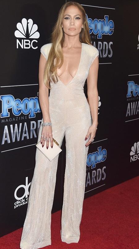 """Biểu diễn 40 phút, Jennifer Lopez """"bỏ túi"""" gần 2 triệu đô"""