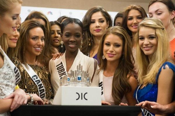 Chiếc vương miện dành cho Hoa hậu Hoàn vũ năm 2015 vừa được ra mắt ngày 23/1.