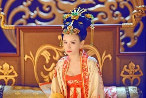 Vẻ ngoài quyến rũ của Vương Hoàng Hậu trong Tân Võ Tắc Thiên