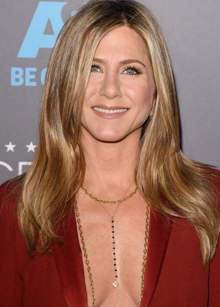 Nữ diễn viên 39 tuổi trông rất gầy gò nhưng vẫn cuốn hút lạ kỳ nhờ phong thái và sự tự tin.