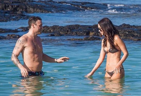 Megan Fox nắm tay ông xã