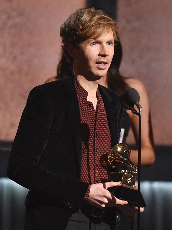 Beck nhận giải Grammy lần thứ 57 dành cho Album của năm.