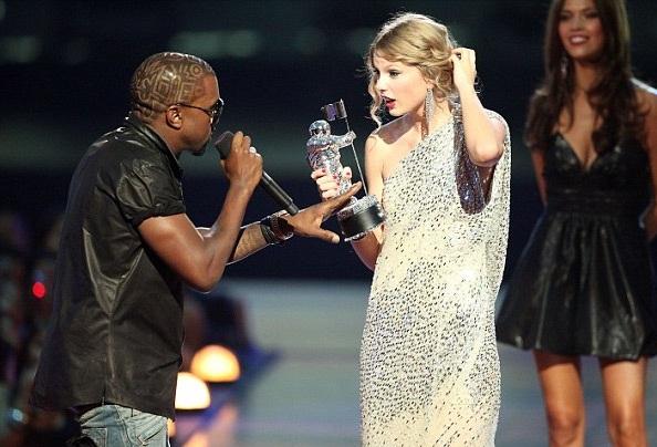 Kim Kardashian ủng hộ phản ứng của chồng tại lễ trao giải Grammy lần thứ 57