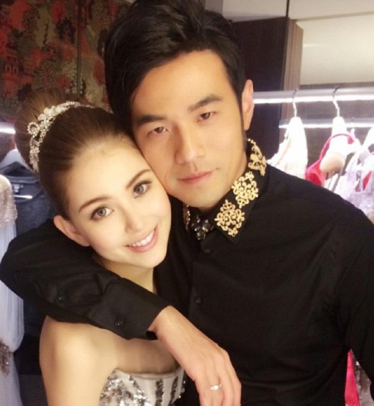 Châu Kiệt Luân ôm hôn vợ suốt đám cưới