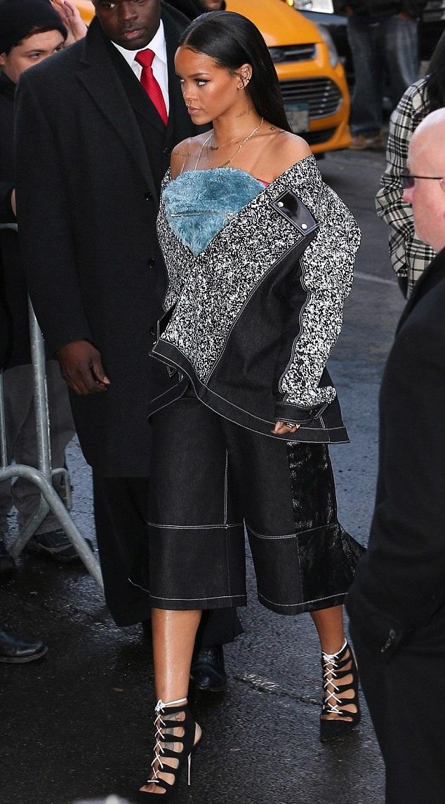 Rihanna cũng tới ủng hộ Kanye West.