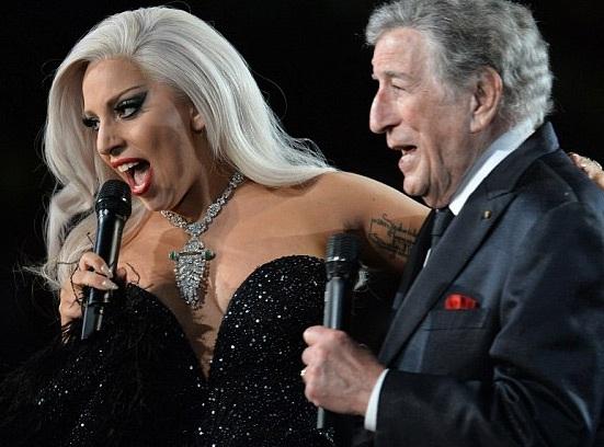 Lady Gaga biểu diễn sống ca khúc