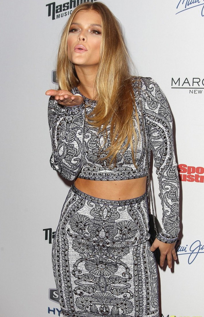 Cựu bạn gái của tài tử Leonardo Dicaprio rực sáng với phong cách gợi cảm.