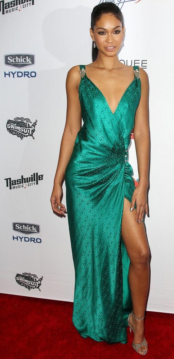 Người mẫu Chanel Iman cuốn hút với váy xẻ ấn tượng