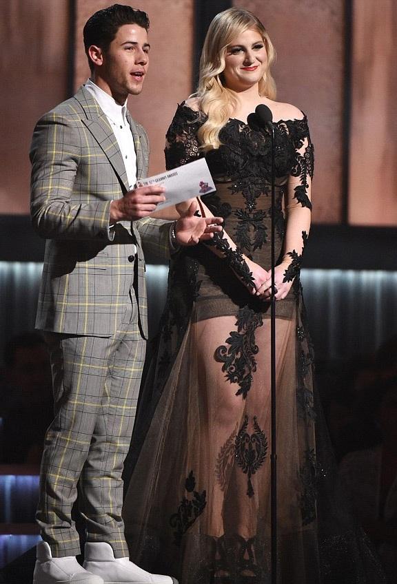 Nick là một trong những người công bố giải thưởng trong lễ trao giải.