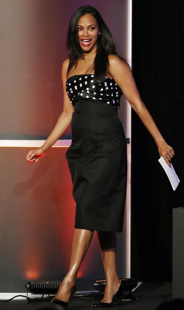 Zoe Saldana tái xuất sau 2 tháng sinh con.