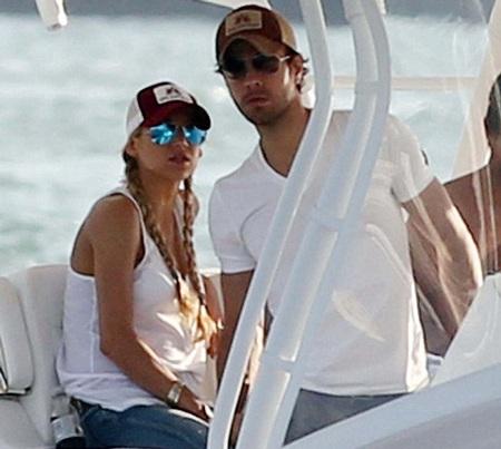 Enrique Iglesias và Anna Kournikova đi nghỉ cùng nhau tại Miami, Florida.