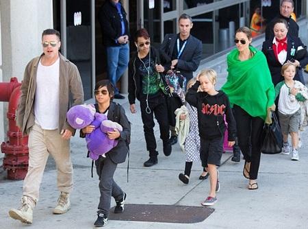 Brad Pitt và Angelina Jolie có 6 đứa con, ba con nuôi và ba con ruột.