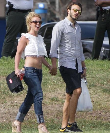 Nữ ca sĩ 33 tuổi muốn lên xe hoa với bạn trai hiện tại Charlie Ebersol.