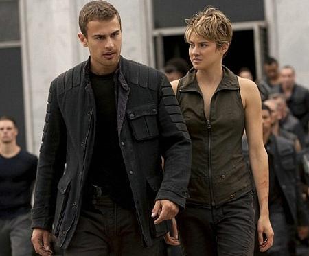 The Divergent Series: Insurgent tụt xuống vị trí thứ ba.