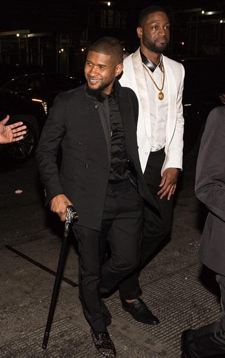 Usher cũng cố gắng tới góp vui tại bữa tiệc sau chấn thương khá nghiêm trọng ở chân.