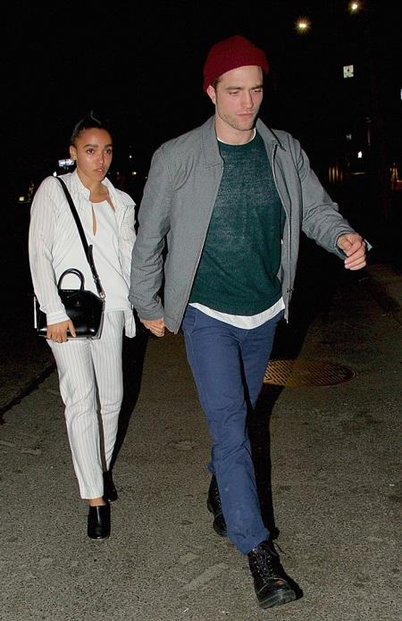 Trước đó, giới săn tin bắt gặp Robert dẫn bạn gái FKA twigs đi ăn tại một nhà hàng ở New York.