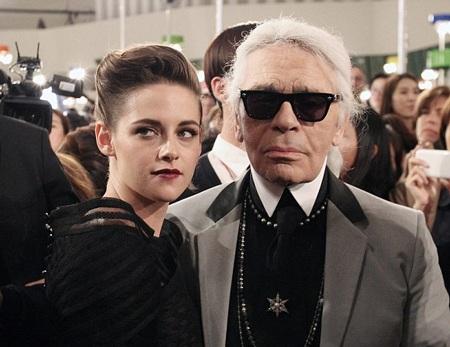 Cô tham dự một sự kiện thời trang của Chanel tại Hàn Quốc.