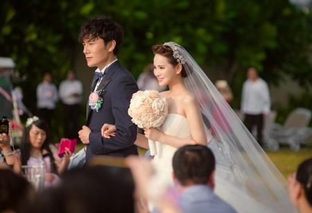 Xem lại đám cưới lãng mạn của người đẹp Y Năng Tịnh và phi công trẻ