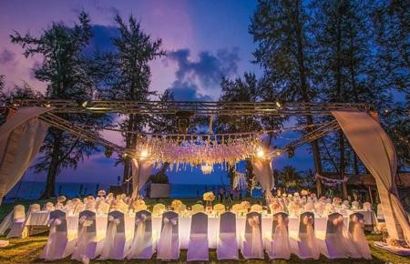 Khung cảnh lãng mạn của tiệc cưới ngoài trời