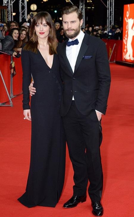 Danh tiếng cũng như cát-sê của Jamie và Dakota cải thiện đáng kể sau khi bộ phim nóng